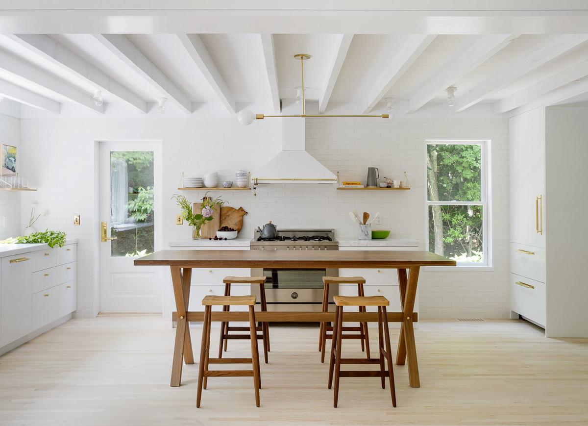 A WHITE SCANDINAVIAN STYLE BEACH HOUSE | The Home Studio ...